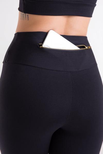 Calça Legging preta com bolso de zíper dourado